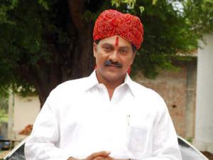 Seniorr Hero Vinod Kumar Arrested